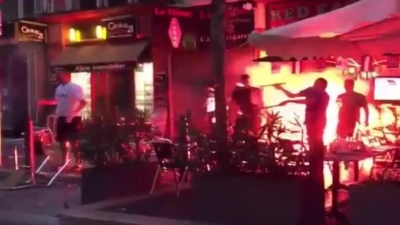 Marsiglia, altra notte di fuoco: città devastata dagli hooligans