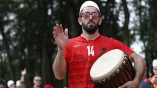 Euro 2016, i tifosi dell'Albania suonano la carica