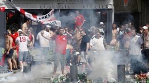 Euro 2016, ancora scontri tra hooligan e polizia: panico a Marsiglia