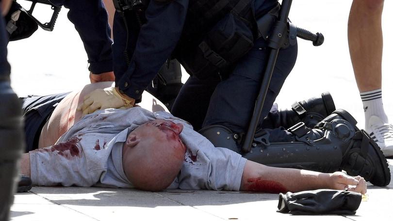 Euro 2016,a Marsiglia nuovi scontri tra hooligan e polizia francese