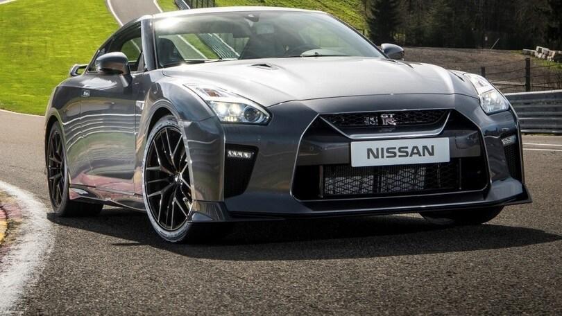 Nissan GT-R, il gioiello artigianale si guida facile anche all'università di Schumi