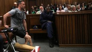 Pistorius, camminata shock in tribunale