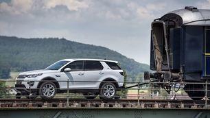 Land Rover Discovery Sport traina treno: foto