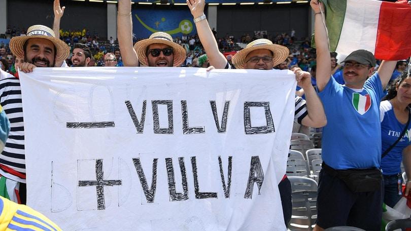 """Italia -Svezia, lo sfottò dei tifosi a Ibra: """"Meno Volvo, più..."""""""