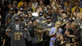Cleveland campione Nba, LeBron James non trattiene le lacrime