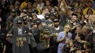 James fa la storia, Cleveland campione NBA