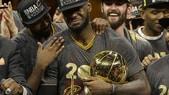 LeBron si commuove, Curry si incolpa