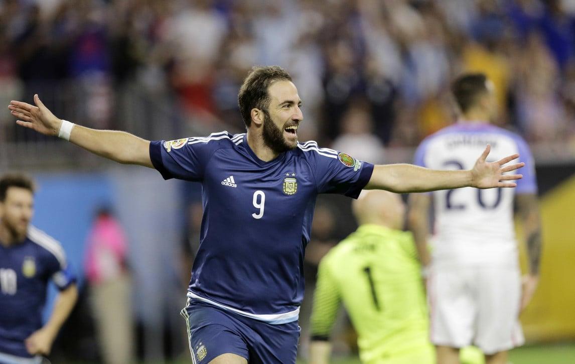 L'Argentina vola con Messi e Higuain: show e record