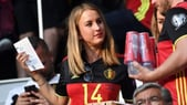 Euro 2016, Lady Mertens scatenata. Lui: «Guardi me o il cibo?»
