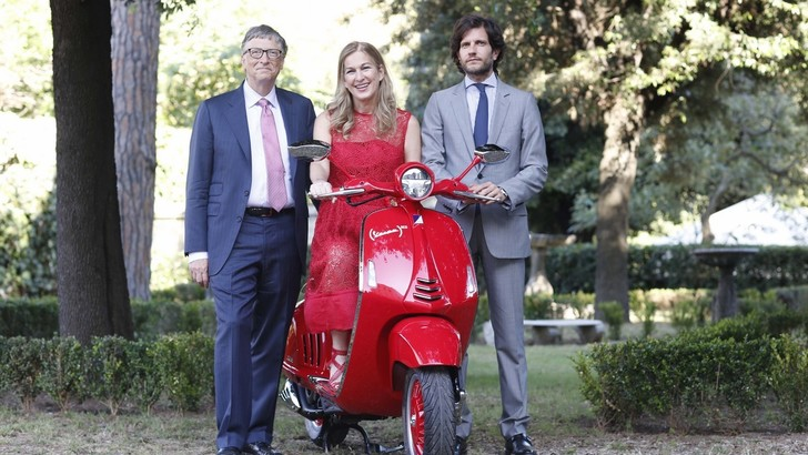 Vespa (RED), due ruote speciali per la lotta all'AIDS