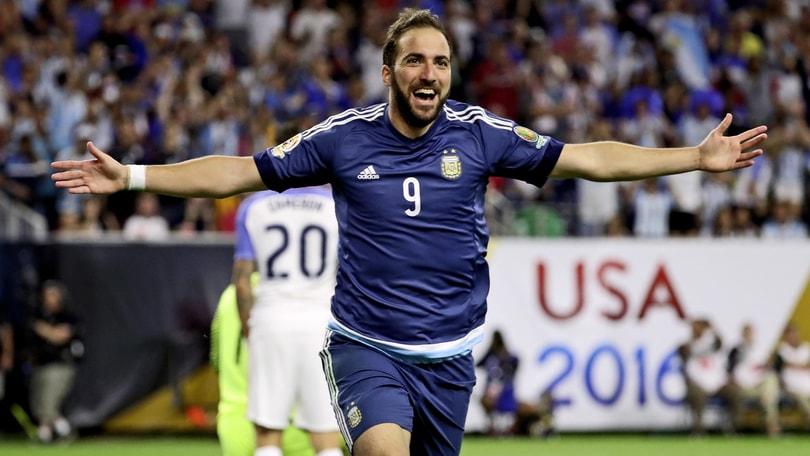 Calciomercato, il fratello-agente di Higuain: «Resta a Napoli, ma non rinnova»