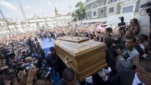 Addio a Bud Spencer, l'abbraccio di piazza del Popolo: c'è anche Terence Hill