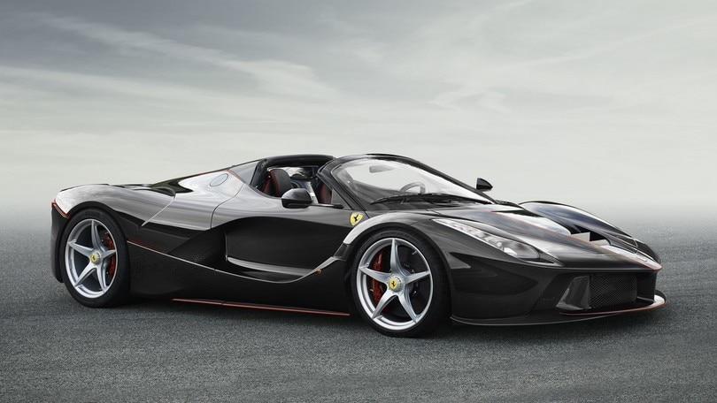 """Ferrari LaFerrari, ecco le prime immagini della """"spider"""""""