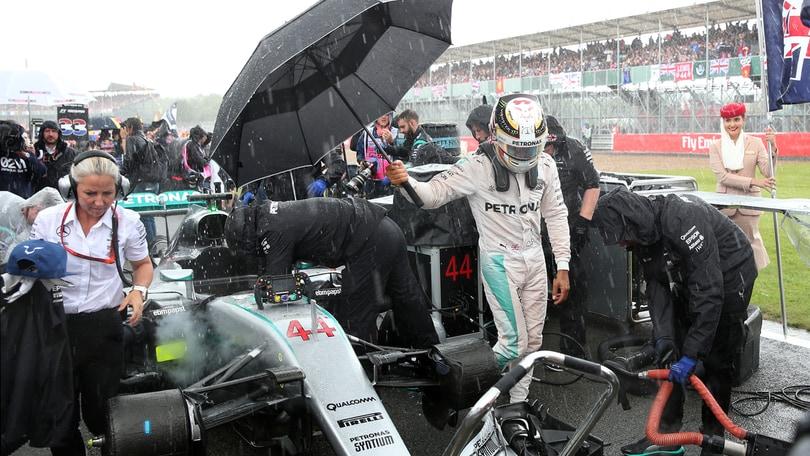 F1, a Silverstone si parte con la Safety Car