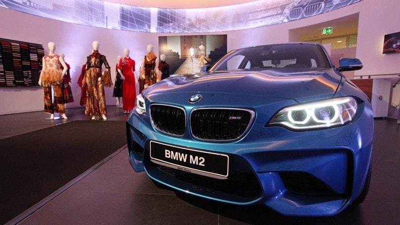 BMW e moda: con Laura Biagiotti sfilano laM2 Coupé e la Serie 7
