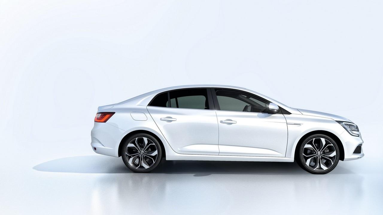 Nuova Renault Megane tre volumi: foto
