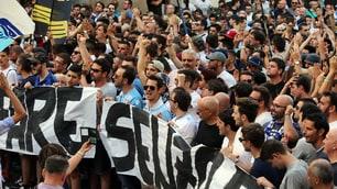 I tifosi della Lazio in Piazza per contestare Lotito