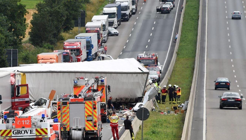 Incidenti stradali il costo annuo in italia di 17 5 for Stima del costo di due auto garage