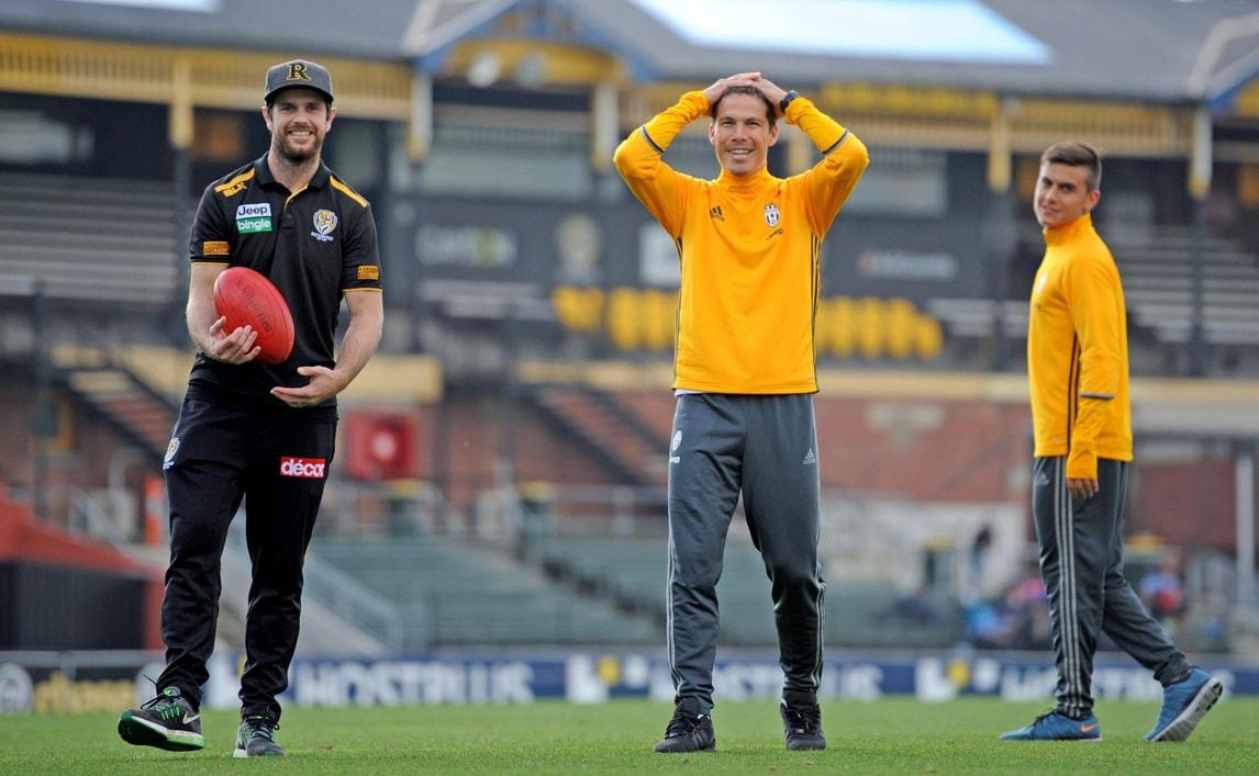 Serie A Juventus, Hernanes e Dybala giocano a football in Australia
