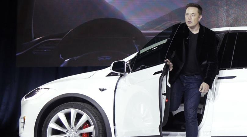 Tesla, dopo le auto elettriche arrivano camion e bus