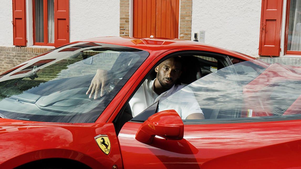 Kobe Bryant in visita alla Ferrari: foto