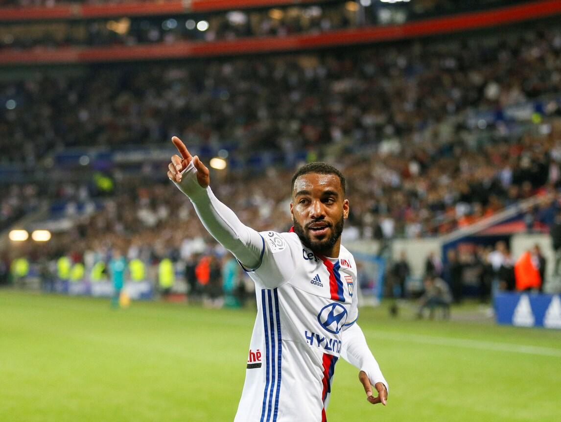 Calciomercato, il Lione: «No a 50 milioni dal West Ham per Lacazette»
