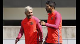 Barcellona, Messi se la ride in ritiro con il nuovo look