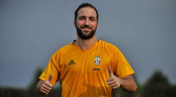 Higuain a Vinovo: primo allenamento con la maglia della Juventus