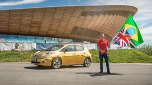 Nissan Leaf dorata: foto
