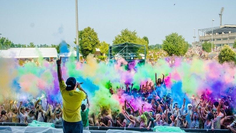 Una pioggia di colori al Fregene Summer Festival