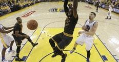 Basket NBA, James rinnova: 100 milioni