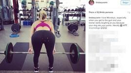 Lindsey Vonn: la posa è sexy ma spuntano i buchi sul lato B