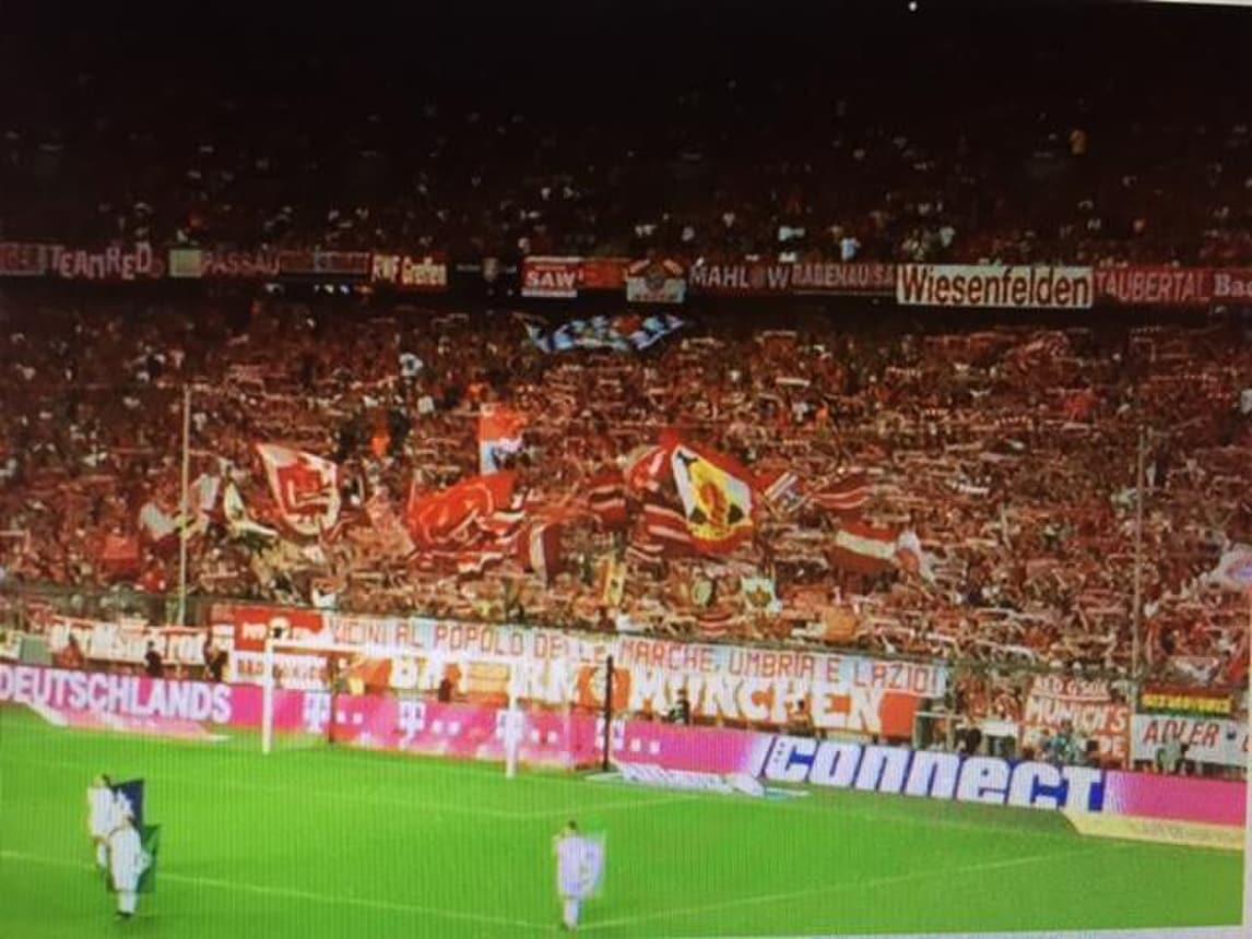 Bayern-Brema, uno striscione per i morti del terremoto