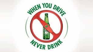 Jackie Stewart, se guidi non bere: foto