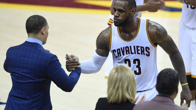 Basket NBA, lo staff di Lue senza contratto