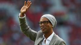 Ronaldinho: «Smetto di giocare, voglio fare il cantante»