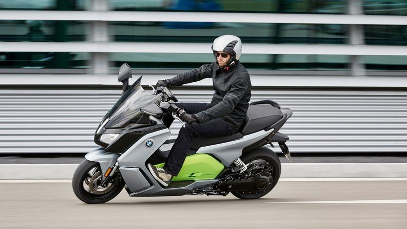 BMW C-Evolution, lo scooter elettrico che fa 160 km