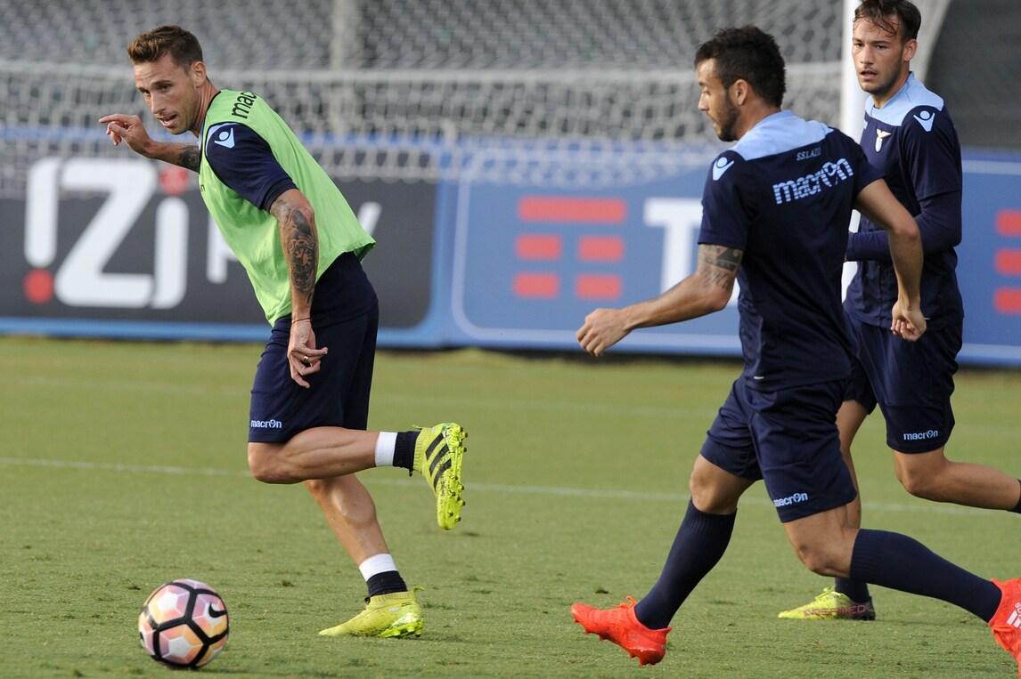 Lazio, Biglia rischia di saltare il Pescara. Inzaghi con il dubbio del modulo