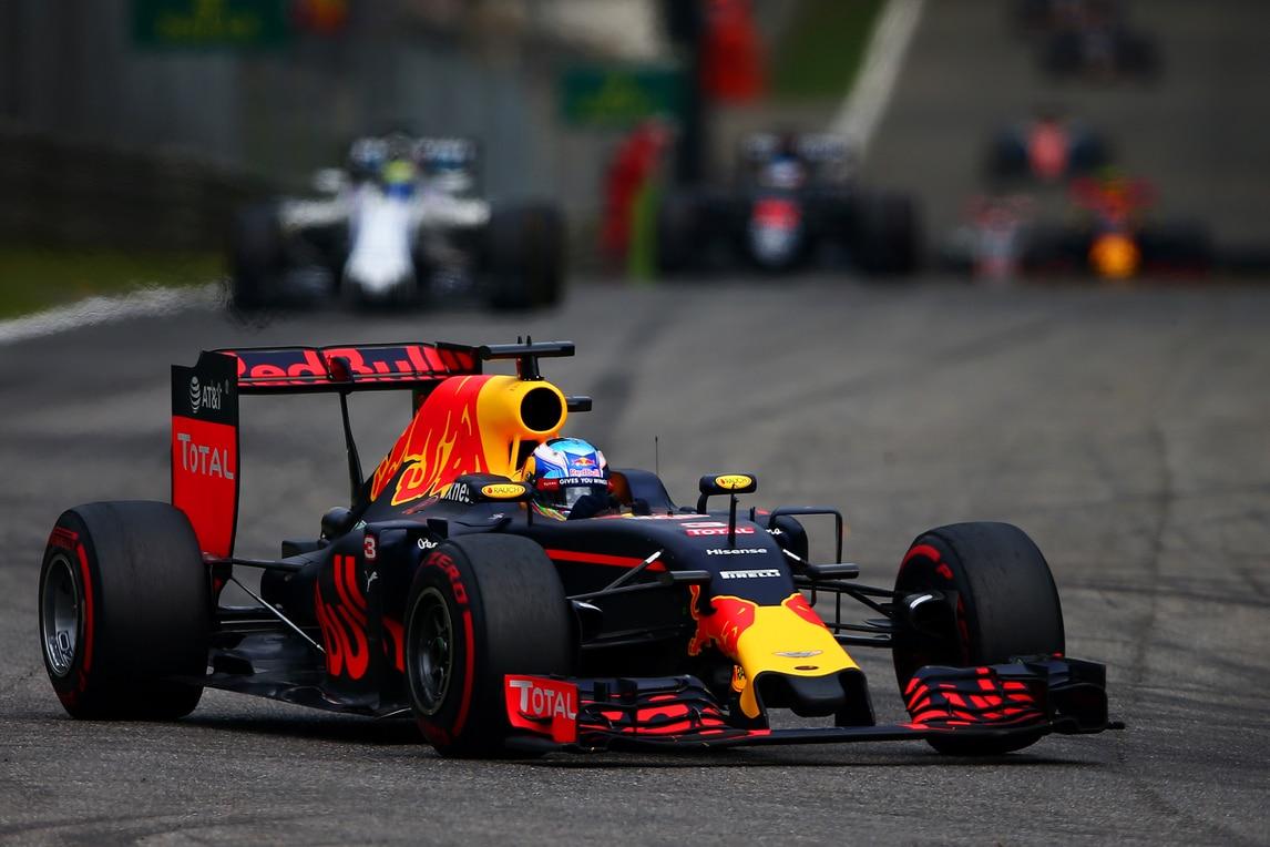 F1, a Singapore Red Bull meglio della Ferrari
