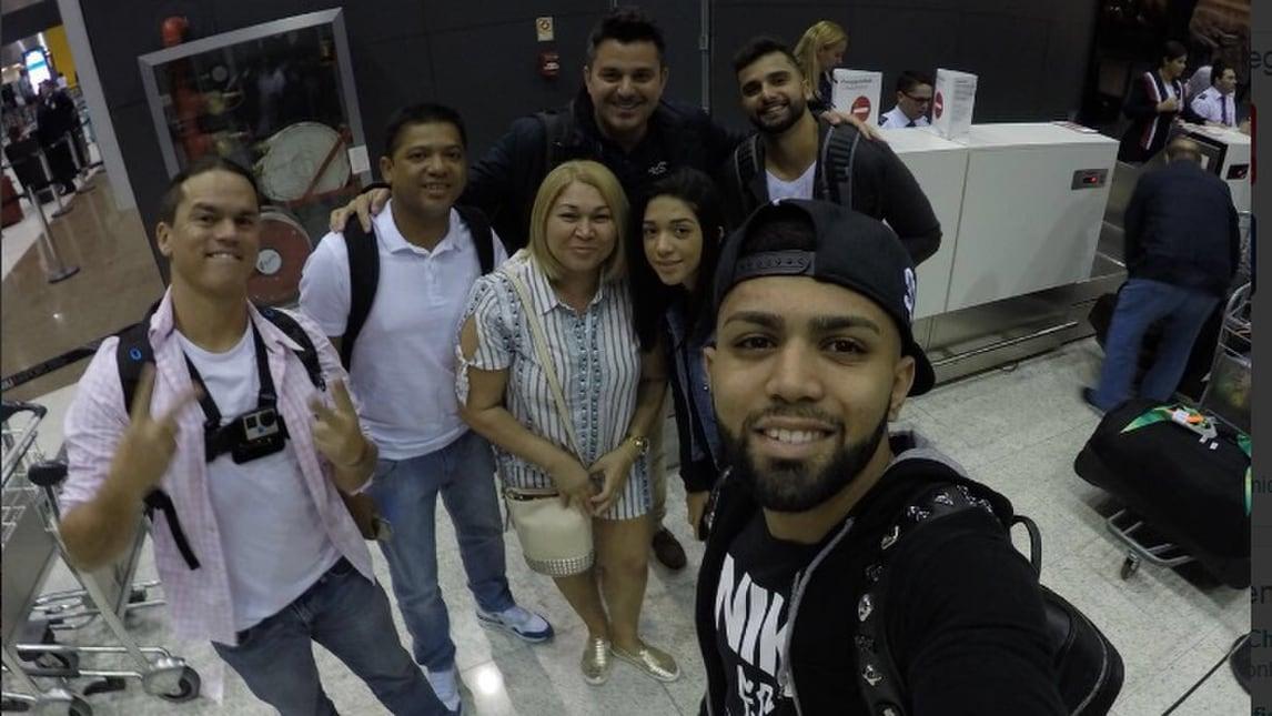 Inter, arriva Gabigol: eccolo all'aeroporto con la famiglia