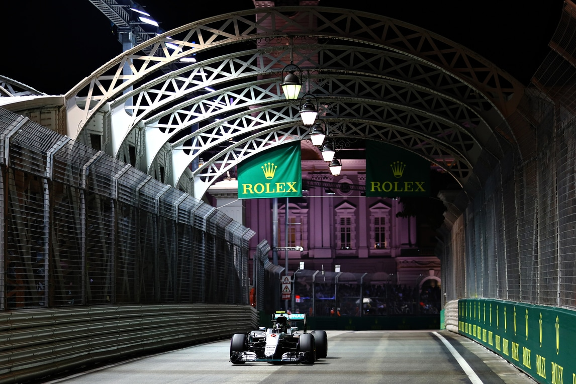 F1, Rosberg in pole. Male la Ferrari: Kimi 5°, Vettel parte ultimo