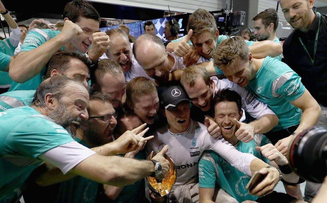 A Singapore è festa Rosberg. Ma che rimonta per Vettel!