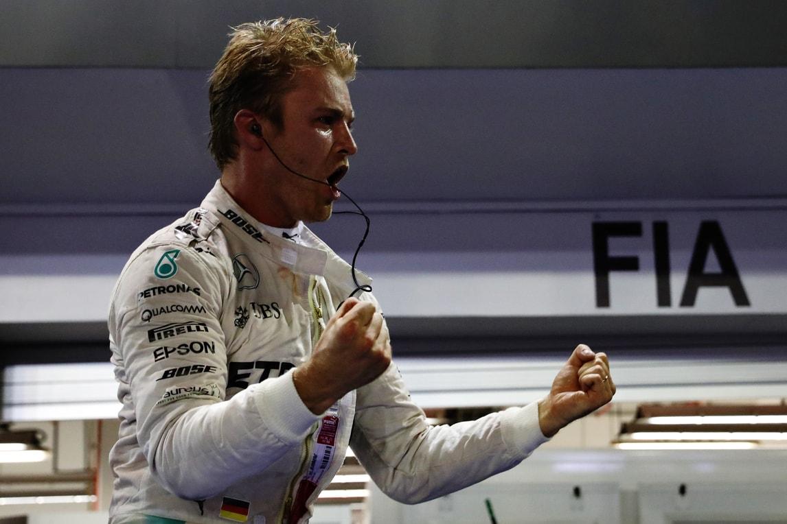 F1: Rosberg trionfa a Singapore, Hamilton vicino in quota