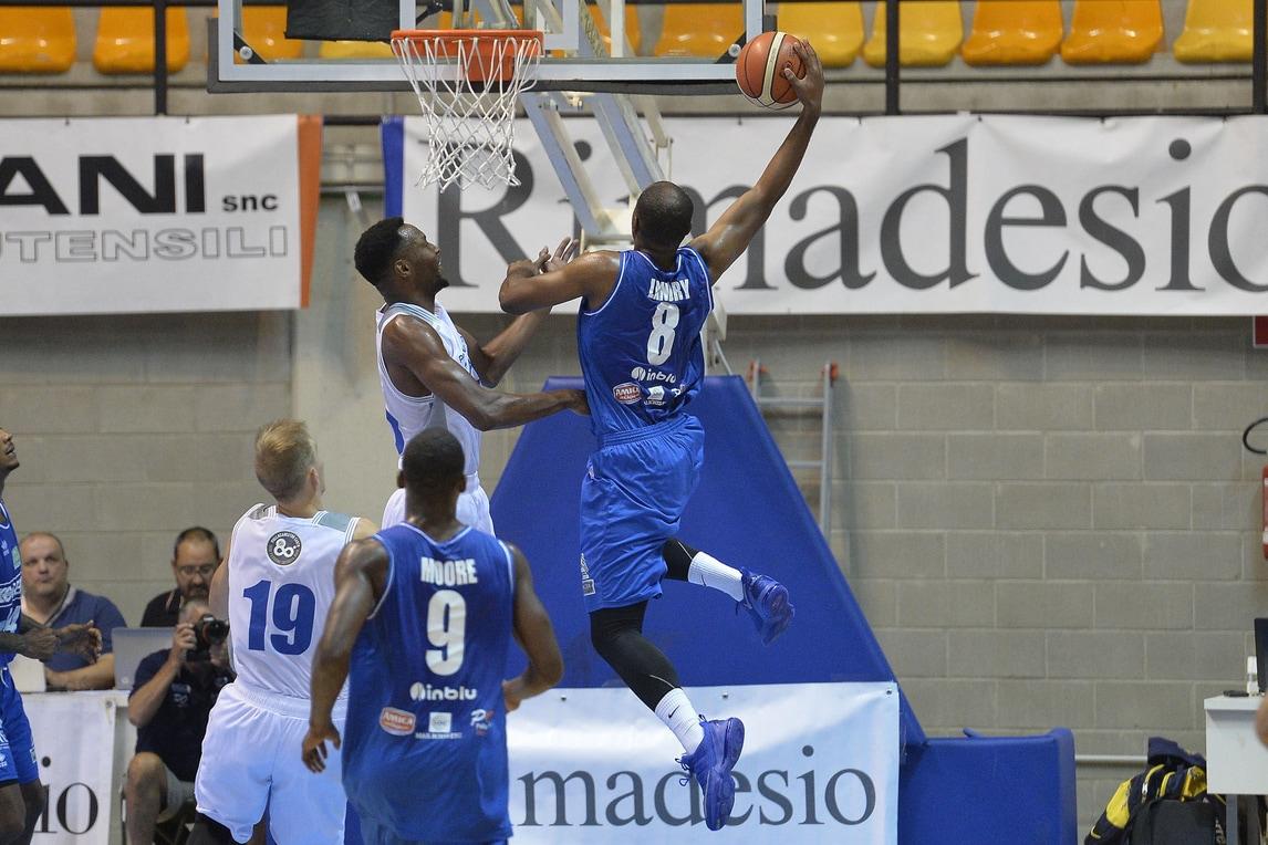 Basket: Landry incanta, Brescia batte Cantù
