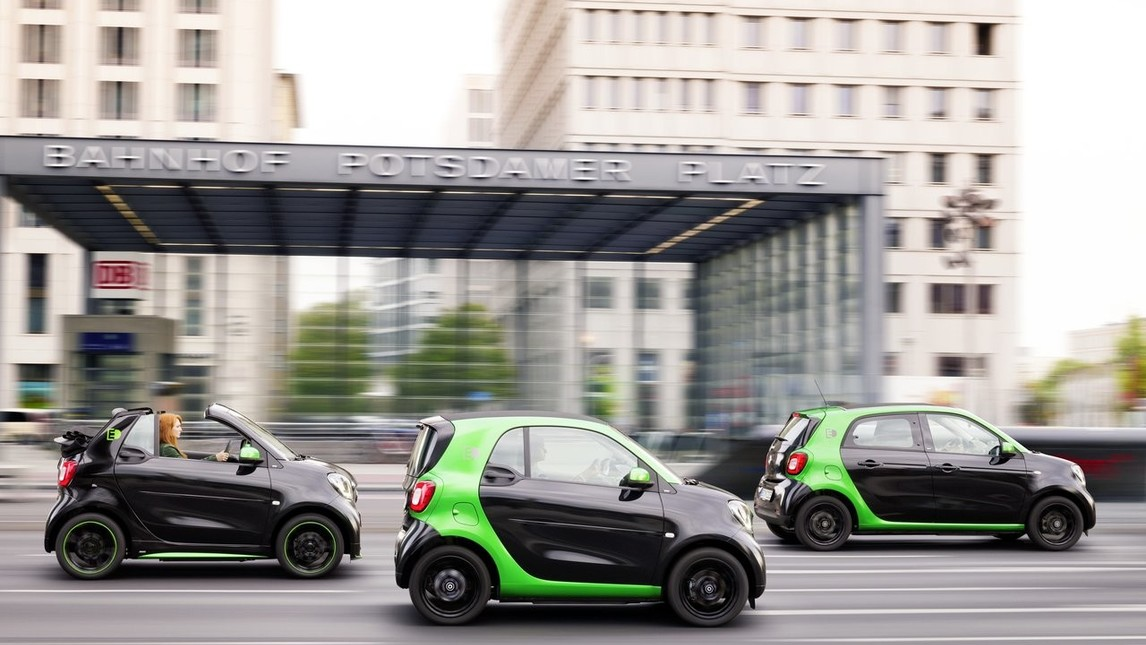 Smart fortwo, fortwo cabrio e forfour electric drive: foto