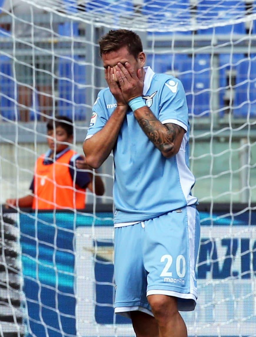 Lazio, ricaduta Biglia: rischia tre mesi di stop