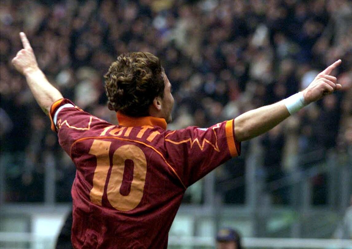 Tutte le maglie numero 10 di Totti