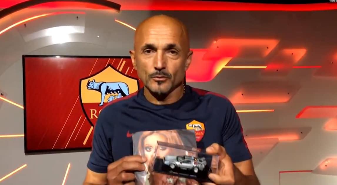 """Serie A Roma,Spalletti: «Auguri Totti». E regala """"Piccolo Uomo"""" di Mia Martini a Ilary Blasi"""