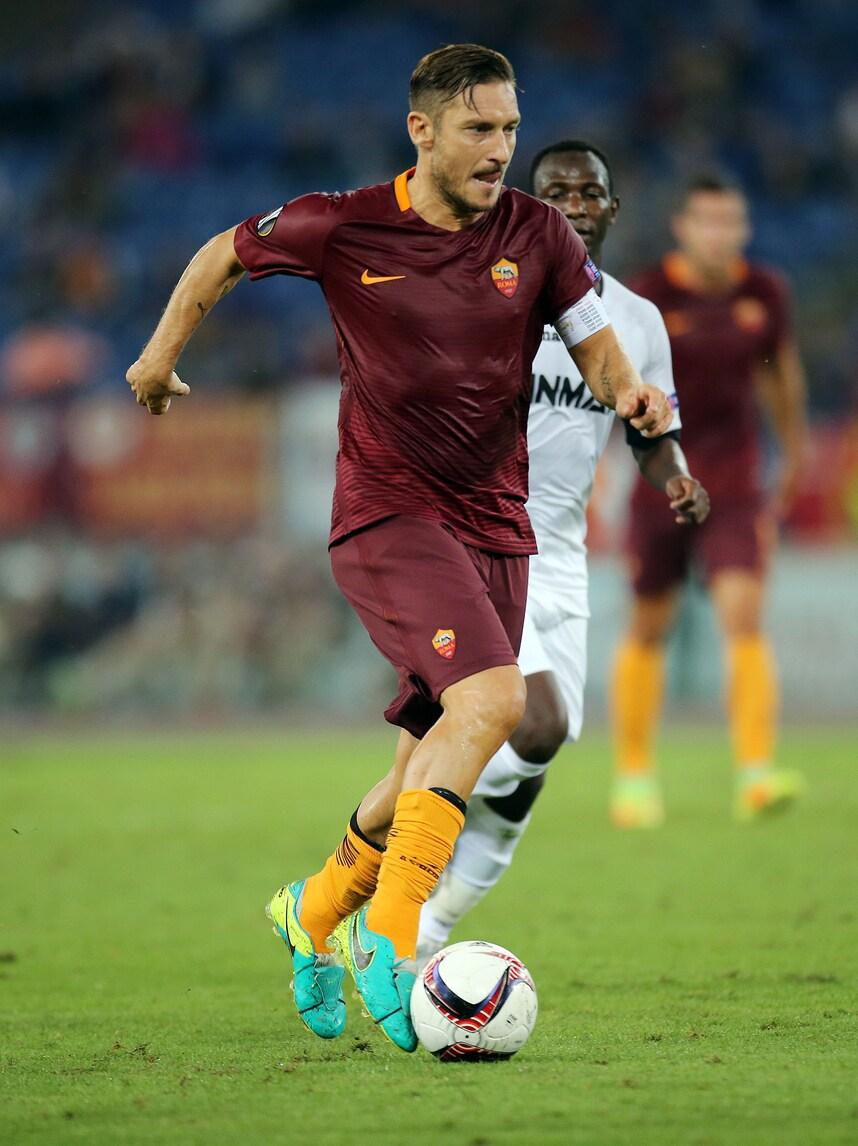 Roma: Totti, serata magica. Top 11 Uefa e pioggia di elogi