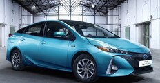 Toyota Prius, a Parigi debutta la plug-in